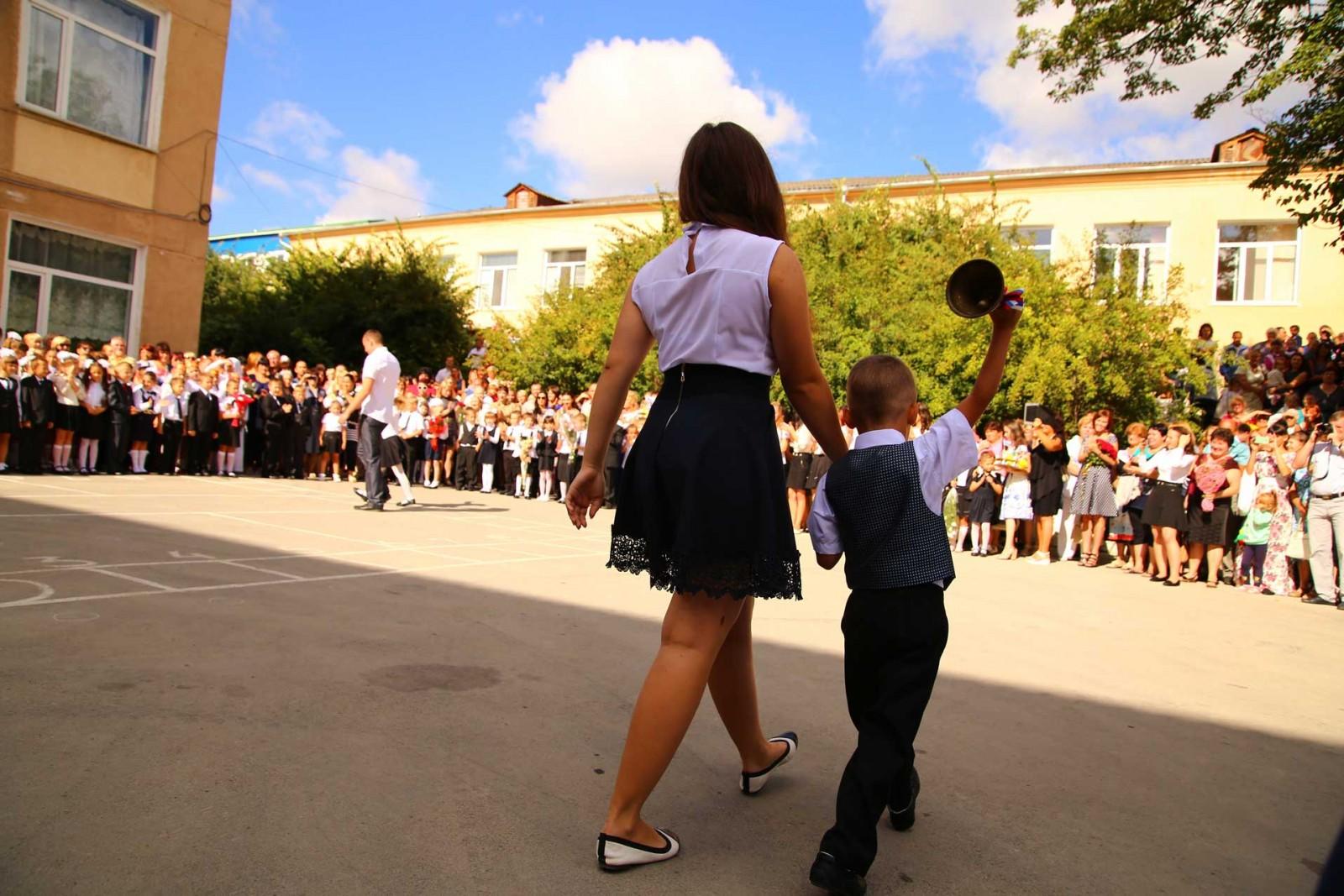 В Симферополе в школе №37 прозвучал первый звонок