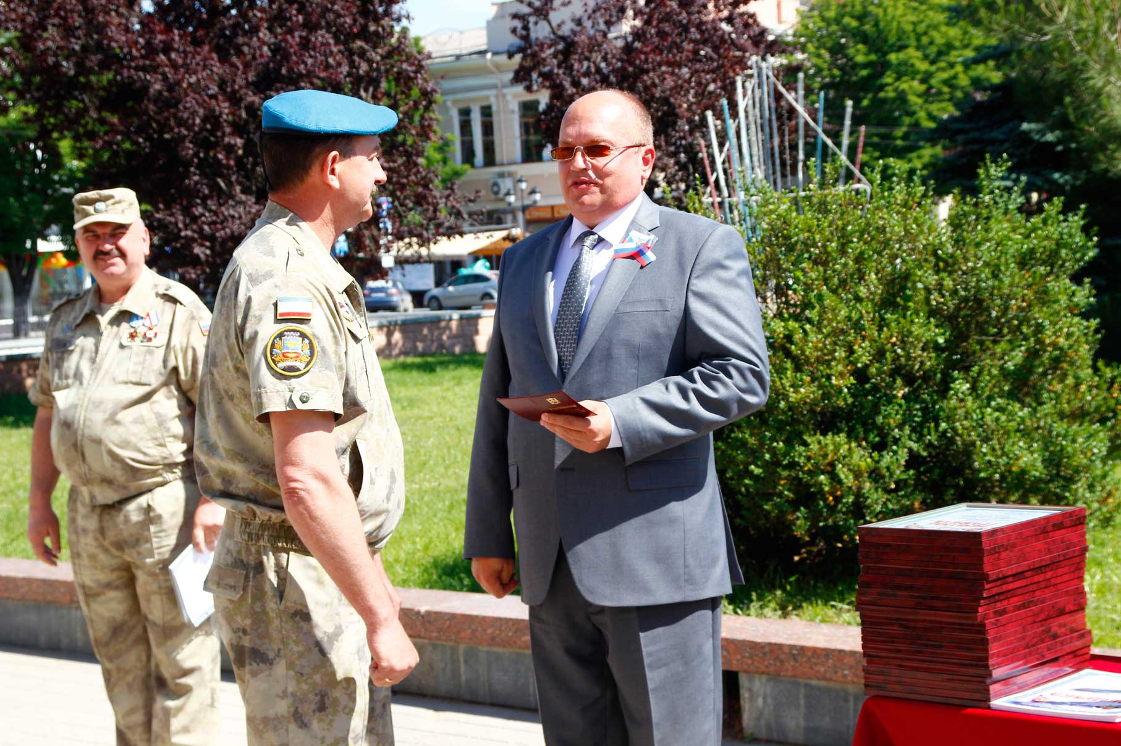 Сотрудники полка Народного ополчения Крыма получили заслуженные награды